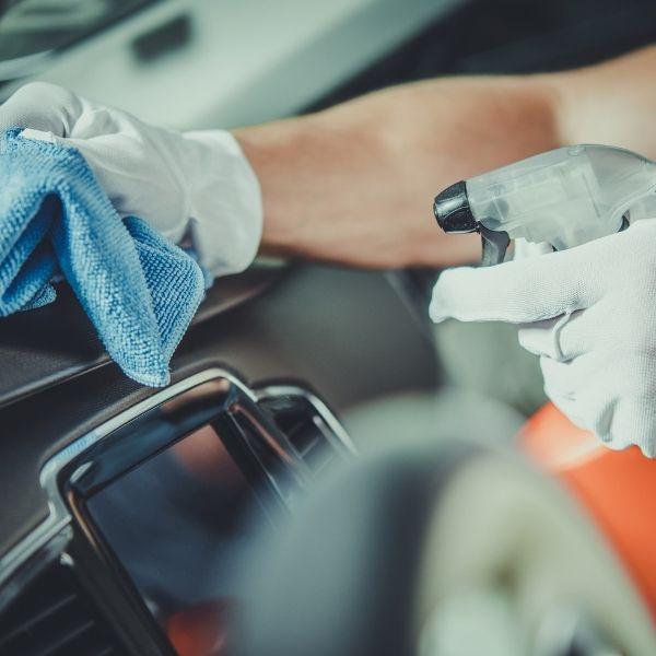 Rengøring af bil. Forårsrengøring