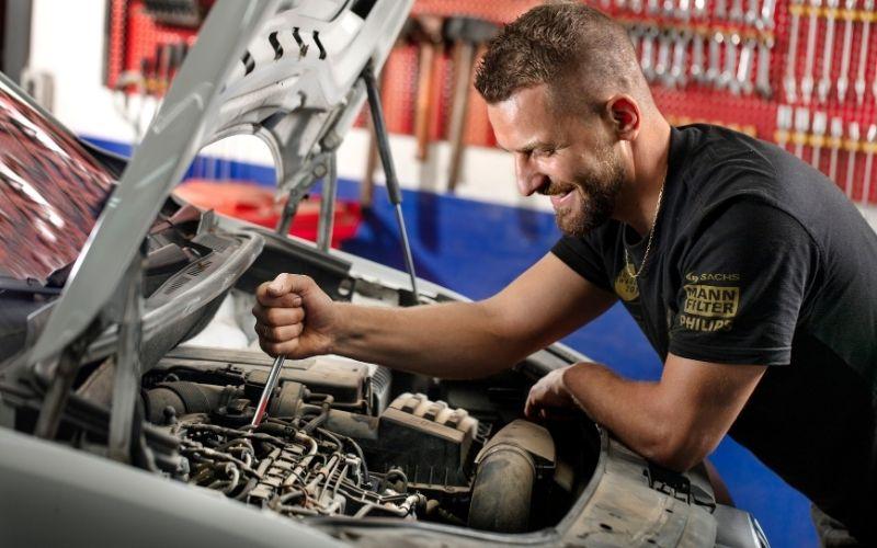 Reparationer på bilen